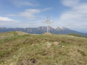 Crucea_Cazacu3_si_vf_cazacu_1751m_si_borna_vf_din_pietre